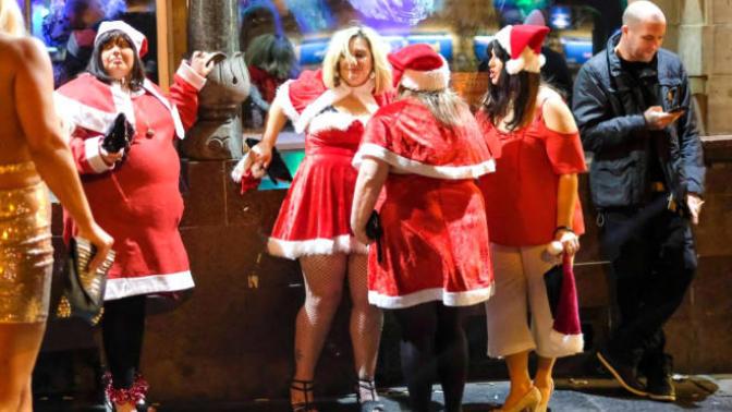 Noel'den Önceki Son Cuma Olan Mad Friday'de İngiliz Gençler Sınırı Aşınca Neler Oldu?