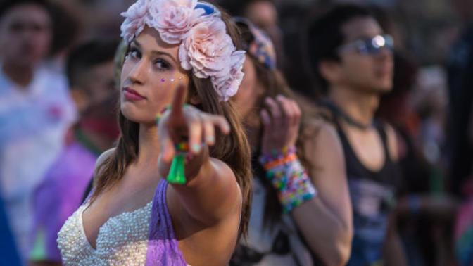 Konserden Konsere Koşan Kız Makyajı Nasıl Yapılır? Püf Noktaları Nelerdir?