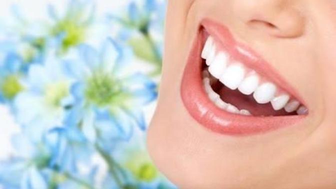 Evde Diş Beyazlatma Ve Ağız Bakımı Yapmanın En Doğal Yöntemleri Nelerdir?