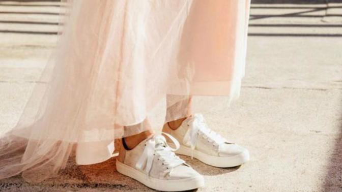 """""""Düğünümde Bile Rahat Takılırım"""" Diyen Gelinler İçin Spor Ayakkabı Trendi"""
