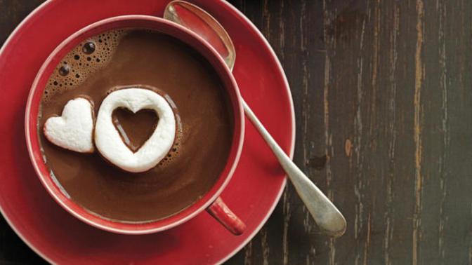 Soğuk Havalarda İçinizi Isıtacak Sıcak Çikolata Yapımı!
