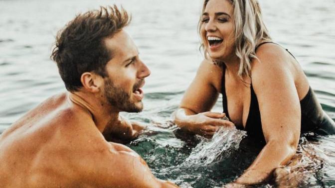 Balık Etli Bir Kadın ve Baklavalı Bir Erkek Aşkın Sadece Bedende Bulunmadığını Kanıtlıyor!