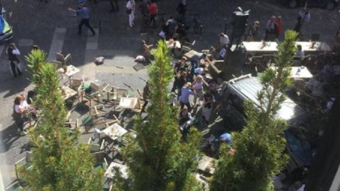 Almanya'da Kalabalığın Arasına Dalan Araç Dehşet Saçtı: 3 Ölü, Onlarca Yaralı!