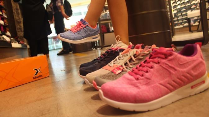 Moda İkonu Kızlar Buraya! Bu Yazın En Tarz Sneakerlarını Buldum, Mutlaka Görmelisiniz!