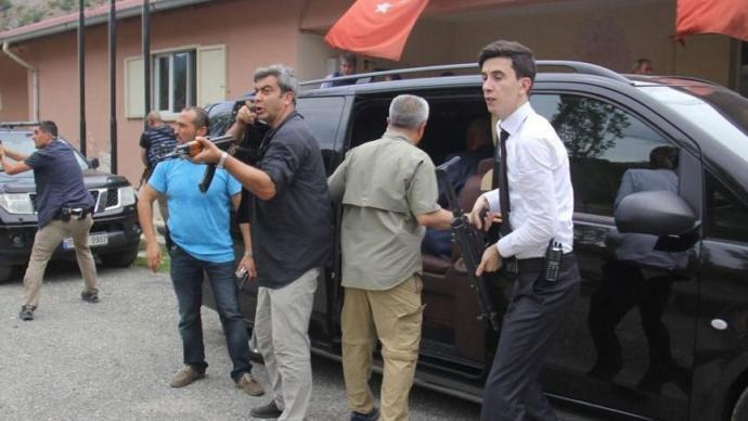 Son Dakika: Kılıçdaroğlu'nun Konvoyuna Saldıran Terörist Etkisiz Hale Getirildi