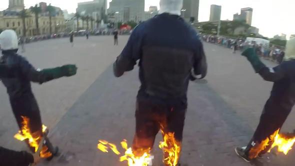 Rekor Denemesi İçin Kendilerini Ateşe Verdiler