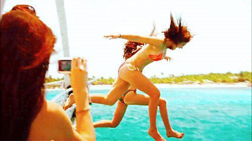 Yaz Tatilini Planlayan Kızların Tıraşı Tercih Etmesinin 5 Nedeni