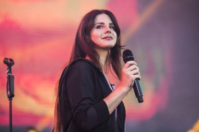 Güzelliklerine Hayran Olacağınız Birbirinden Alımlı 15 Yabancı Şarkıcı
