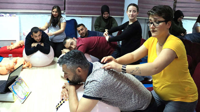 Samsun'da Baba Adayları Bebek Bakımını Öğreniyor
