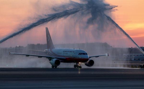 Cumhurbaşkanı Erdoğan'ın uçağı böyle karşılandı.