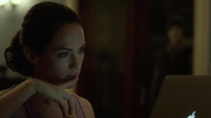 Duyma Ve Konuşma Engelli Kadını Öldürmek İsteyen Katil İle Nefesleri Kesen Macerası: Hush (Sus) Filmini İzliyorum!