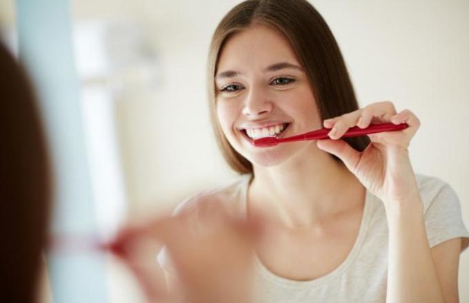 Etkileyici Bir Gülüşe Sahip Olmak İçin Ağız ve Diş Bakımı Nasıl Yapılmalıdır?