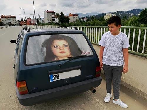 Minik Leyla'nın Fotoğrafıyla Arabasını Kaplattı