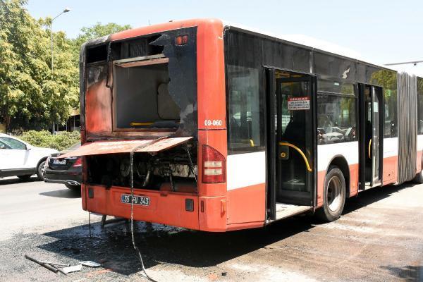 Belediye Otobüsü Alevler İçinde Kaldı, Facia Kıl Payı Atlatıldı