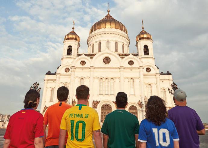 6 Aktivist Eşcinselin Rusya'nın Katı Eşcinsel Politikasına Yaptığı Zekice Protesto!