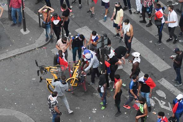 Fransa'daki Dünya Kupası Kutlamaları Kana Bulandı