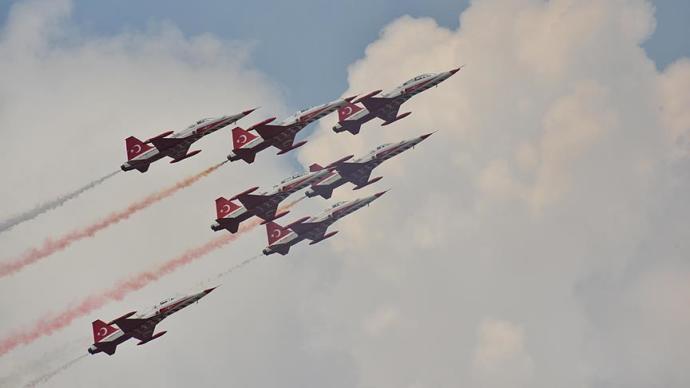 Türk Yıldızları Bükreş Semalarında Bayrağımızı Dalgalandırdı