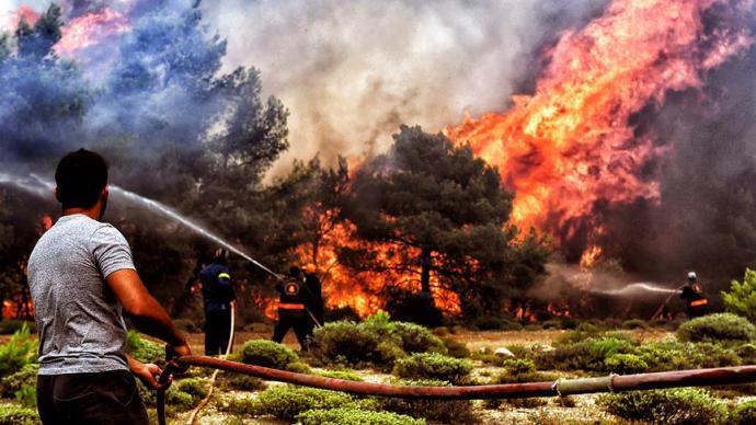 Yunanistan'da Yaşanan Yangın Faciası Arkasından Ortaya Komplo Teorileri Atıldı