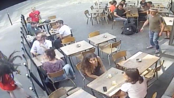 Paris'te Bir Kadın, Tacizcisine Tepki Gösterdiği İçin Tokat Yedi