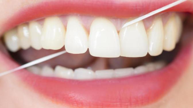 Diş ipi kullanımının önemi ve kullanma gerekliliği