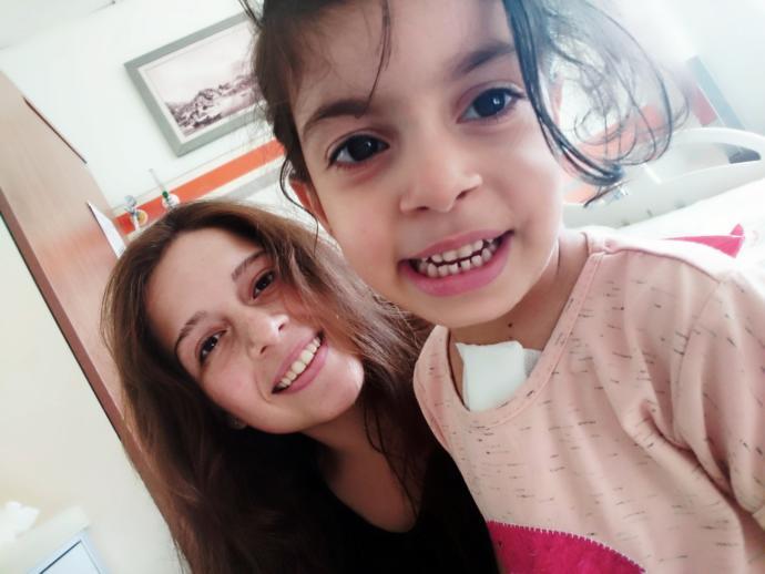 Tek bir gülümseme ile dünyalara sahip olan masum yürekleri çok daha fazlasını hak ediyor!