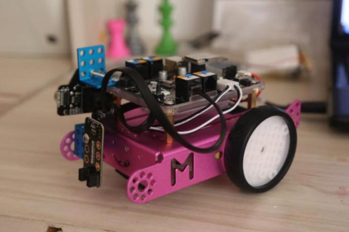 Küçük Mira, Fabrika İşçileri İçin Robot Yaptı