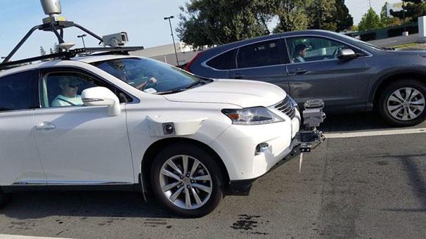 Apple'ın Sürücüsüz Otomobili İlk Kazasını Yaptı