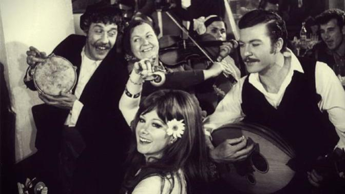 Sizi Eski Zamanlara Götürürken Hüzünlendirecek 10 Paslanmayan Şarkı