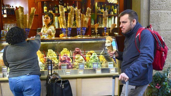 Turistik Kentte Sokaklarda Yiyecek Tüketmek Yasaklandı