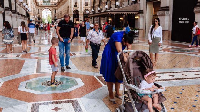 İtalya'dan Aileleri Korumak Adına Pazar Günü Alışveriş Merkezlerini Kapatma Kararı