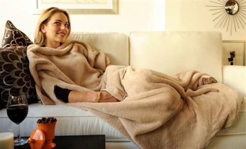 TV koltuğuna serilip rahatladığında seni sıcacık tutacak kollu polar battaniye