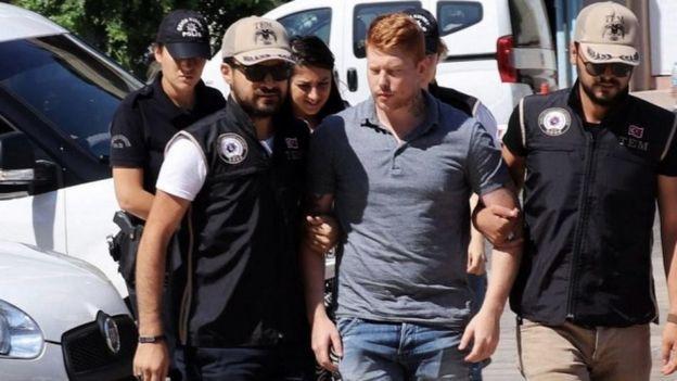 YPG'ye Katıldığı Gerekçesiyle Türkiye'de Tutuklanan İngiliz: Yardım İçin Hükümetime Yalvarıyorum
