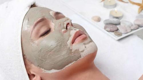 Yüz için saf kil maskesi