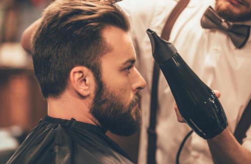 Saçlarınızı yapmak için fön makinesi