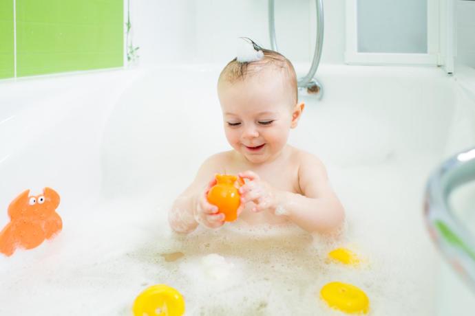 Yeni Doğmuş Bebeğinizi Yıkarken Dikkat Etmeniz Gerekenler Nelerdir?