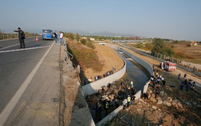 İzmir'de Göçmenleri Taşıyan Kamyon Kaza Yaptı: 22 Ölü