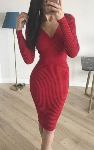 4. Kırmızı Triko Elbise