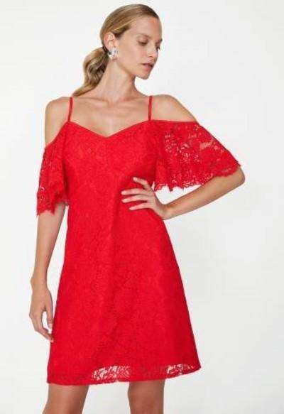 3. Omzu Açık Kırmızı Dantelli Elbise