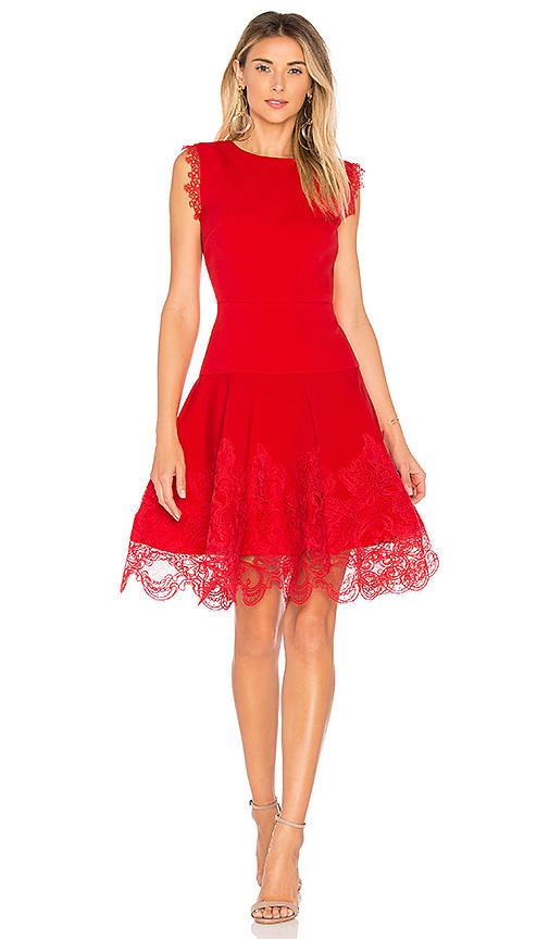 Kızlar İçin Etkileyici 4 Kırmızı Elbise Önerisi