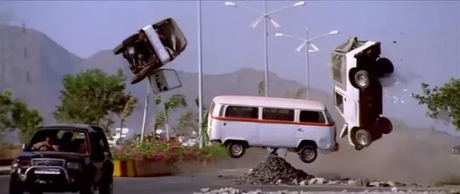 Sadece Filmlerde Görebileceğiniz Fizik Kurallarını Yerle Yeksan Eden 7 Saçma Şey!