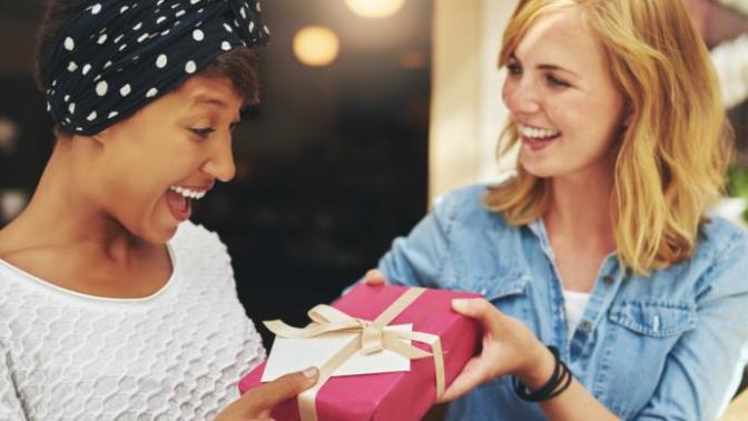 Yakın Arkadaşınıza Alabileceğiniz Hediyeler Nelerdir?