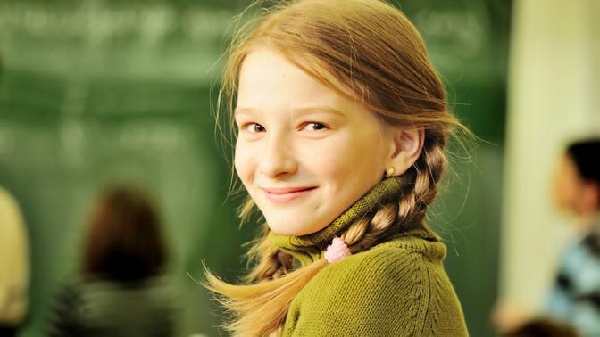 Ergenlik Döneminde Kızların Özgüvenle Okula Devam Etmeleri İçin Destek Olmamız Gereken 6 Şey