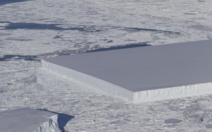 NASA'nın Antarktika'da Görüntülediği Kusursuz Dikdörtgen Şeklindeki Buzdağı Herkesi Hayrete Düşürdü