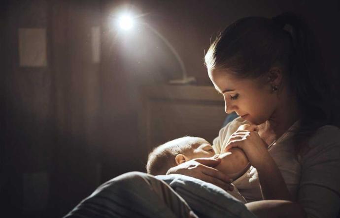 Annesini Emmeyi Reddeden Bebeklerin Başlıca Nedenleri ve Çözümleri