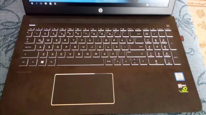 Benimle Oyun Oyna Diye Bağıran Laptop: HP Pavilion 15-CB007NT