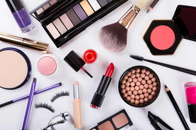 Makyaj Çantamın Ayrılmaz Parçası Olan Kozmetik Ürünlerim!
