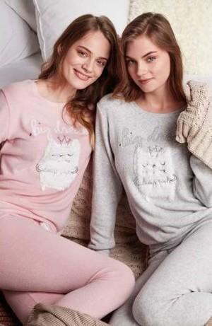 2. Prensesler gibi hissetmenizi sağlayacak pastel tonlu pijamalar ile şeker tadında rüyalara yolculuk edebilirsiniz.