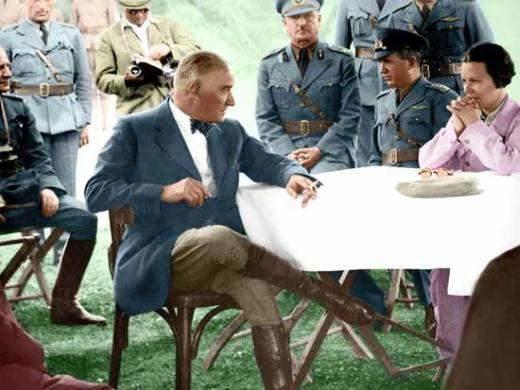 Odanız veya Ofisiniz İçin Alabileceğiniz Birbirinden Değerli Atatürk Tabloları