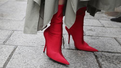 Kışın bile seksi görünmek isteyenlere: Kırmızı bot