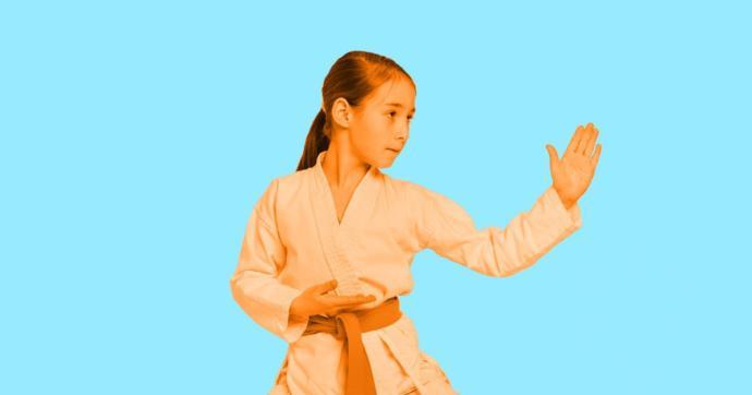 Rusya'da 10 Yaşındaki Küçük Kız Tecavüzcüyü Karate ile Uzaklaştırdı